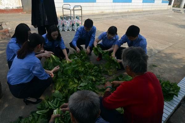 澧县人民检察院重阳节开展敬老活动